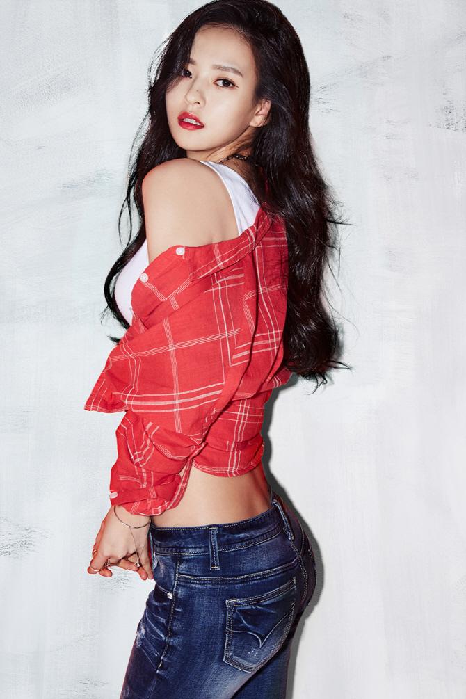 [포토]김윤혜, 청바지 화보 `매혹적인 눈빛`