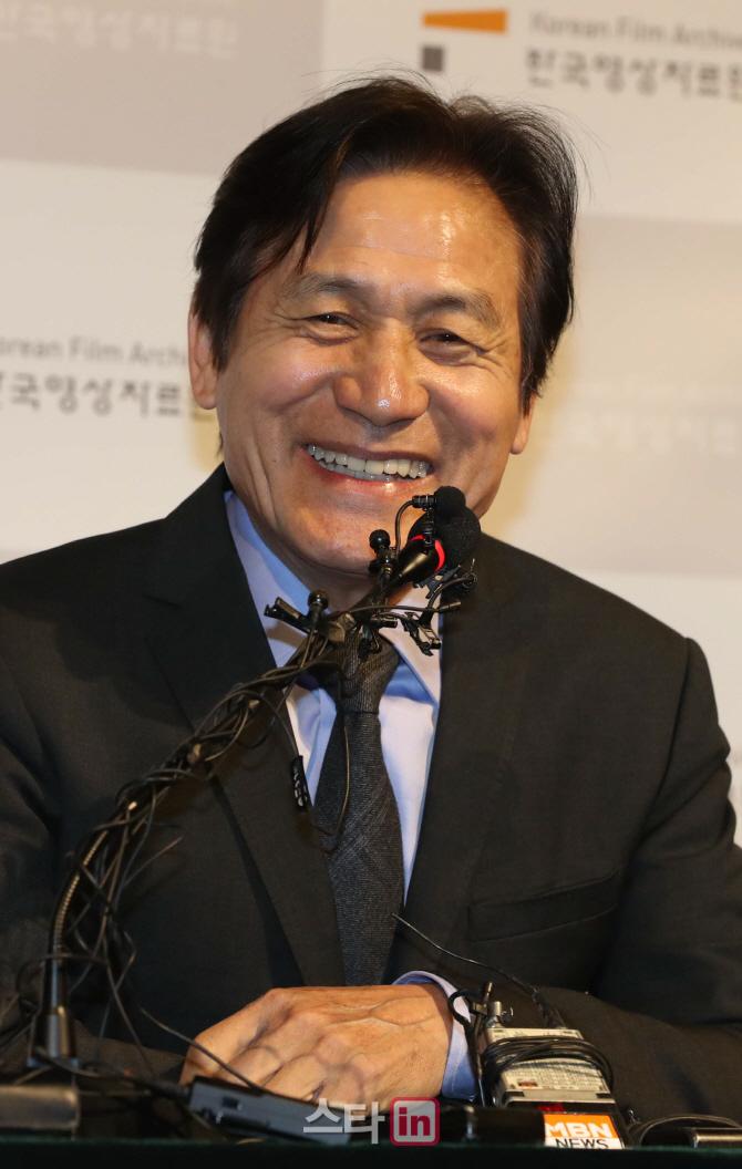 """안성기 """"영화배우로 60년…더 오래 연기했으면""""(인터뷰)"""