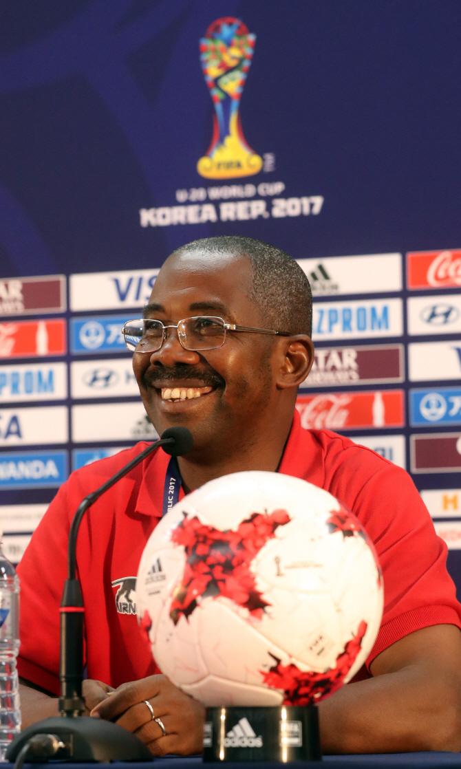 디알로 기니 U-20 감독 `한국팀 정보 잘 모른다`