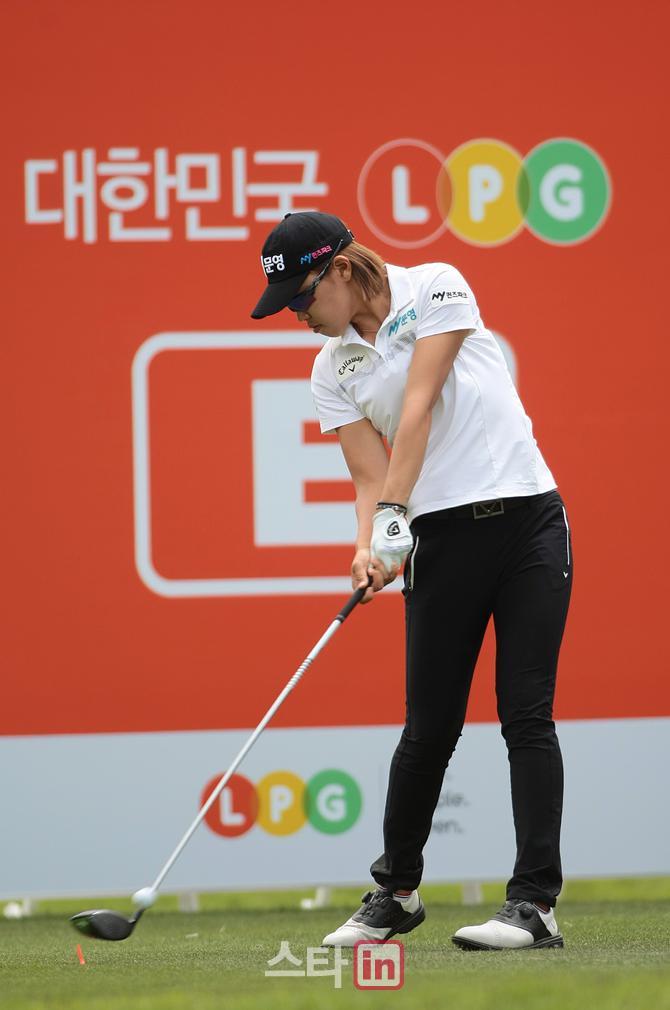 [포토]이지현 '오늘 선두의 강력한 티 샷'