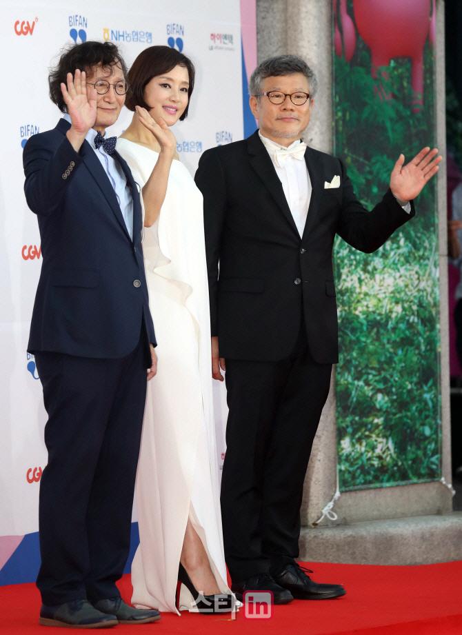 """""""판타스틱한 영화축제"""" 21회 BIFAN 개막…올해 레드카펫 '고급스런 블랙'"""
