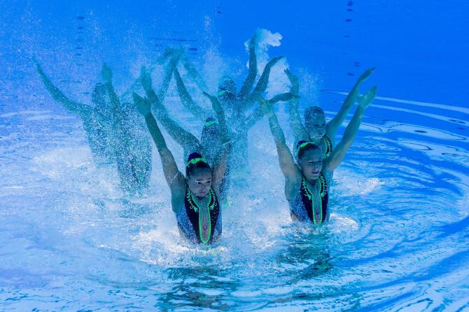 [포토]싱크로나이즈드 대회 `물 속에서 열정적인 연기`