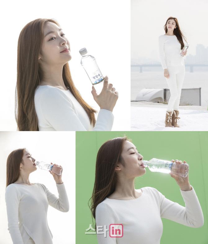 [포토]김연아, 물보다 투명 한 자연그대로 청량감 여신미모 공개-1
