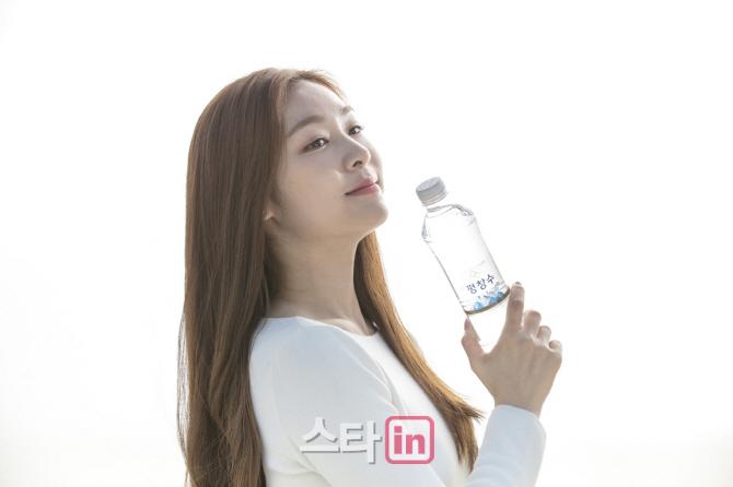[포토]김연아, 물보다 투명 한 자연그대로 청량감 여신미모 공개-5