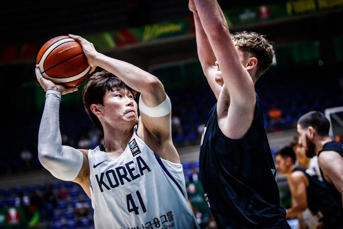 한국 남자농구, 광복절 새벽에 숙적 일본과 만난다