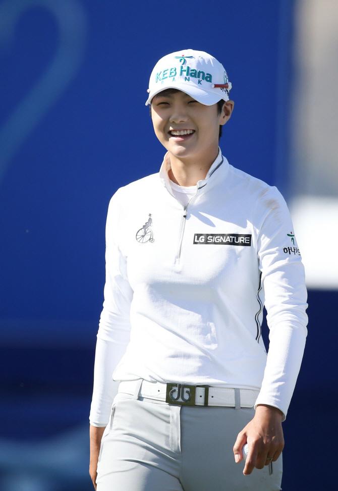 `장타여왕` 박성현, 세계랭킹 2위 도약...평균타수 1위
