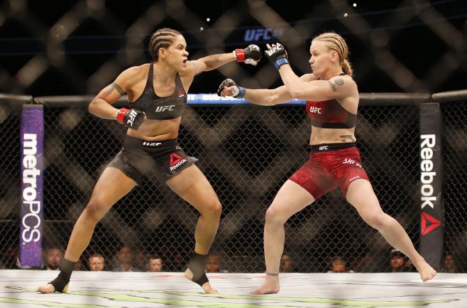 [포토]UFC 215 `기싸움`