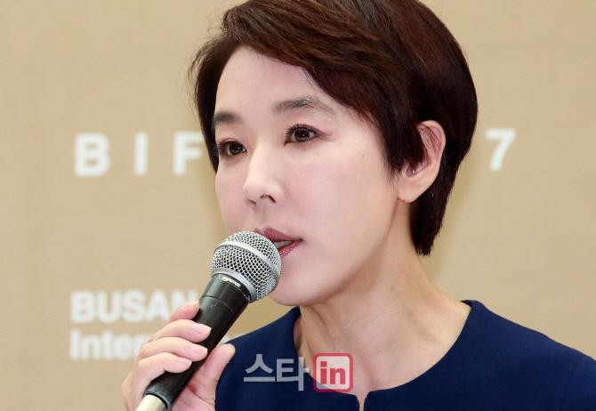 [포토]강수연, '부산국제영화제는 계속 돼야'
