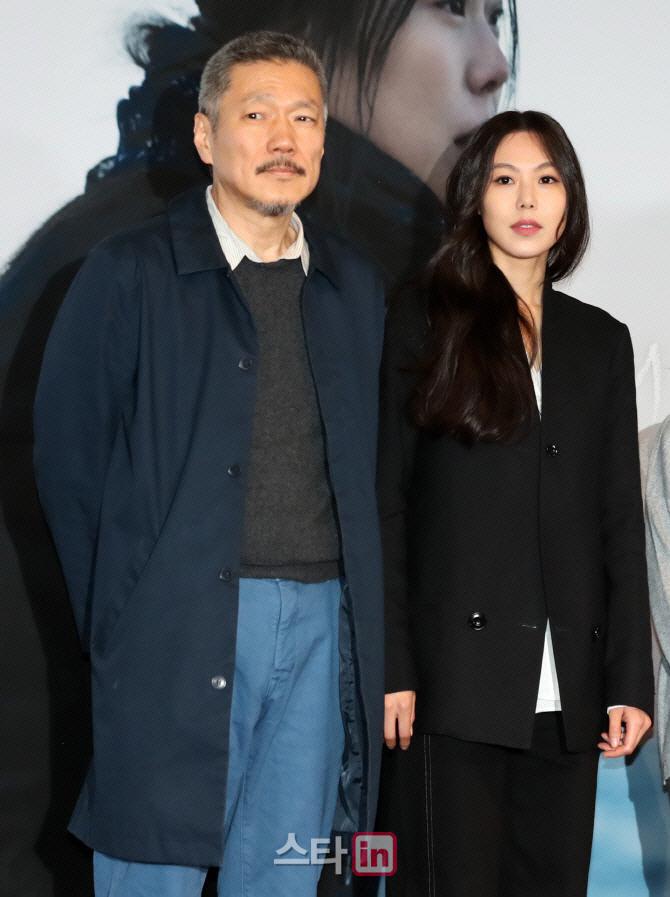 홍상수, 김민희와 새 영화 촬영 `5번째 호흡`