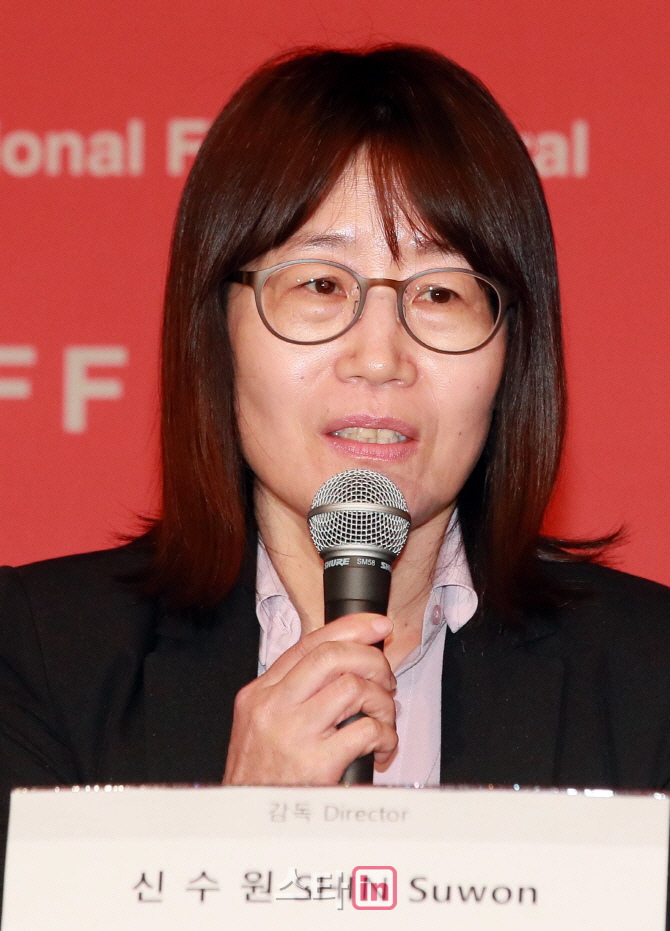 "[BIFF]신수원 감독 ""블랙리스트 비상식적…영화제 계속돼야"""
