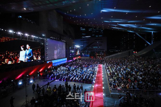 [BIFF]부산국제영화제, 기대와 우려 속 `재기의 돛` 올렸다