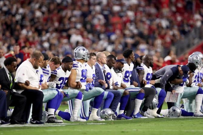 NFL 선수들vs트럼프, 점점 고조되는 `무릎꿇기` 갈등