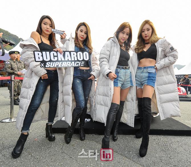 레이싱걸들의 포토타임