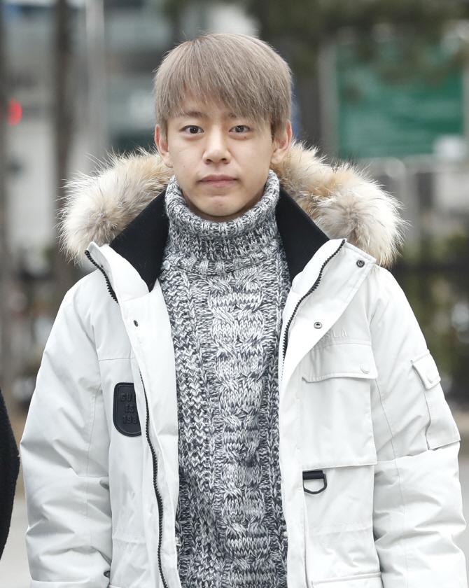 대현, '출근길 훈내 진동'