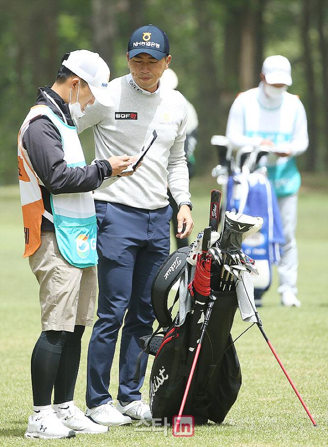 [포토] 문경준 '아이언 고민중'