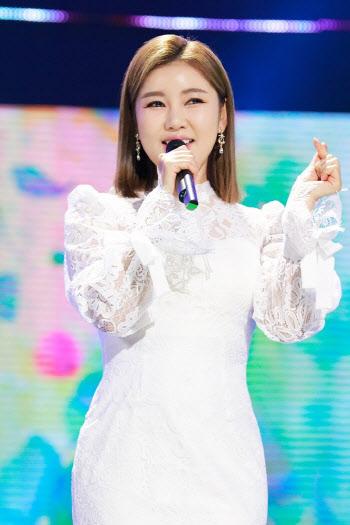 송가인, 5주 연속 트롯스타 1위