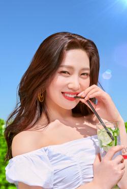 """레드벨벳 조이, 에스쁘아 뮤즈 발탁…""""대체불가 미모"""""""