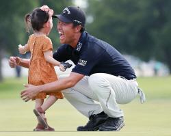 """""""아빠 1등 했다"""" 케빈 나, PGA 투어 통산 3승+3000만 달러 돌파"""