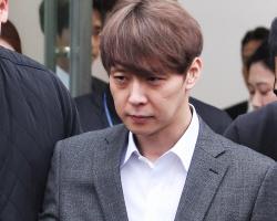 """""""실망 드려 죄송""""…박유천, 반성문 읽으며 눈물"""