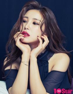 전효성, 여름화보 공개…청순·섹시 오가는 팔색조 매력