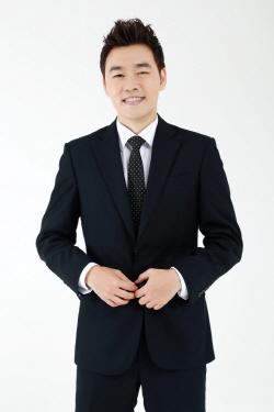 문용현 뮤지컬 '알사탕'서 1인2역…유통령 행보 쭉~