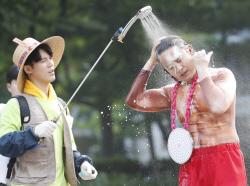 노라조, 찜통 더위 날리는 출근길 샤워