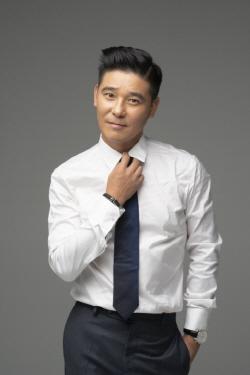 """임창정, 11월엔 다섯 아이 아빠 """"더 많이 웃을 수 있도록"""""""