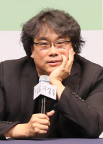 """[줌인]'기생충' 봉준호 """"한국영화, 홍콩처럼 쇠퇴하지 않으려면…"""""""