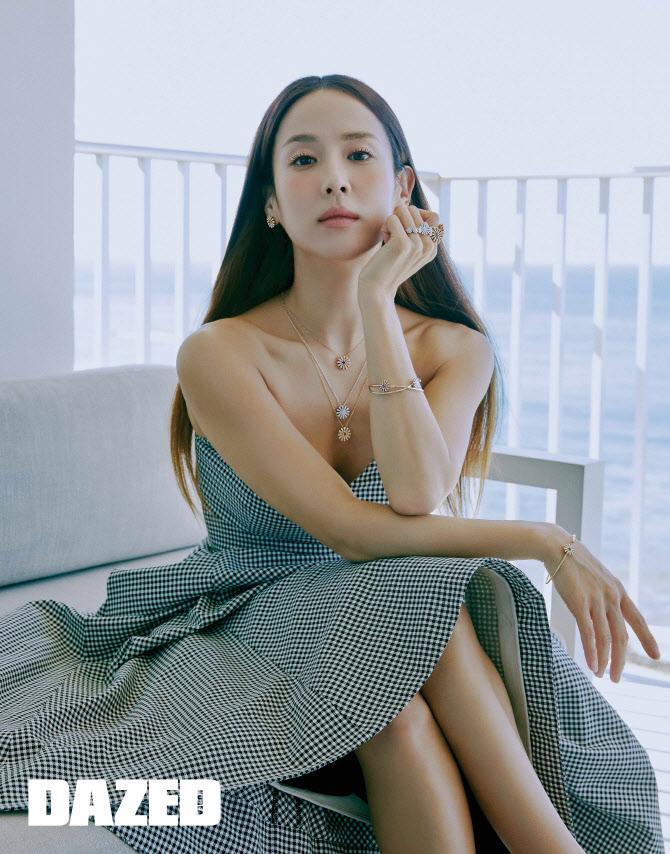 '기생충 히로인' 조여정, 하와이 패션 화보 공개