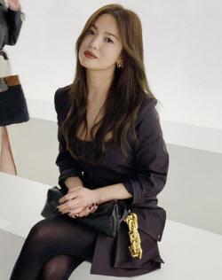 송혜교, 더 예뻐졌다…이탈리아에서 뽐낸 미모