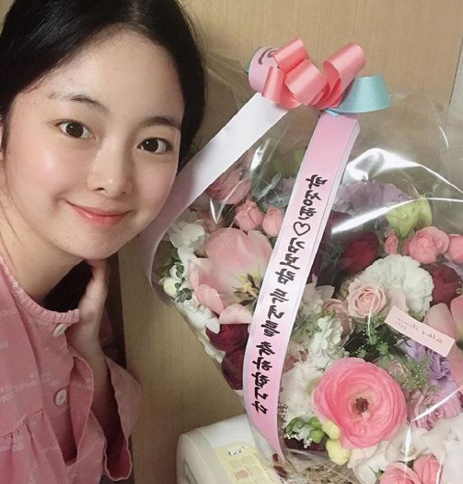 """'출산' 한지우 """"진통 30시간 버티고 자연분만…축하 감사"""" [전문]"""