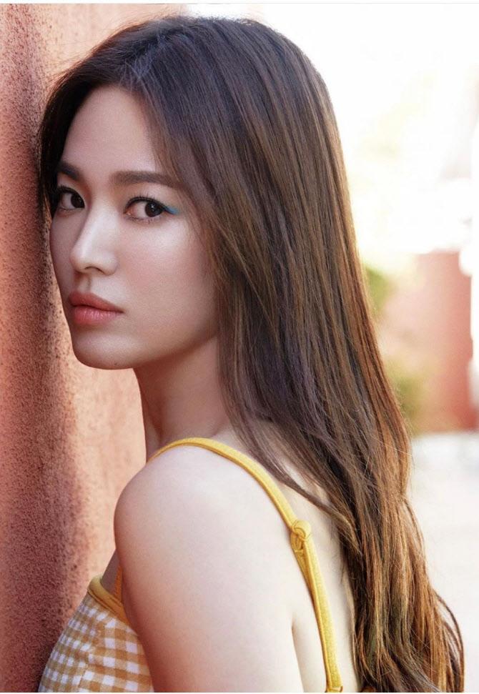 송혜교, 화보서 긴 생머리 변신 '청순미 폴폴'