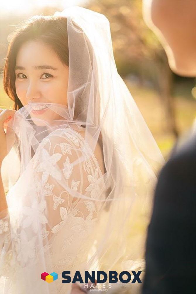 """최희, 4월 비연예인과 결혼 """"신혼여행 생략·3천만원 기부"""" [공식]"""