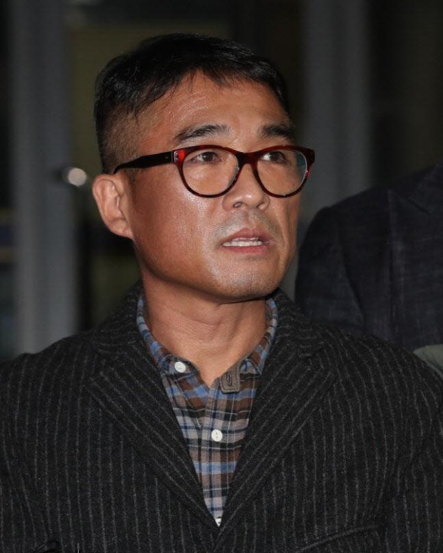 """김건모, 신혼집서 장지연과 생활…""""강용석 등 손배 청구 예정"""""""