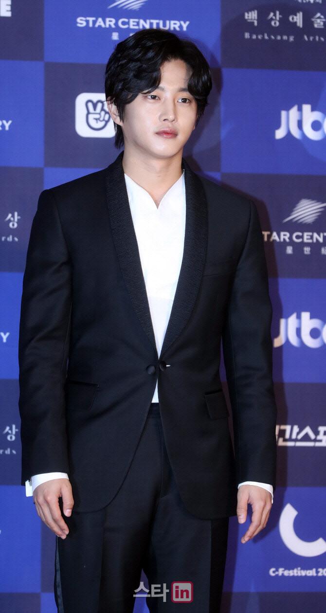 '미복귀 제대' 김민석, 20일까지 군인..스케줄 無