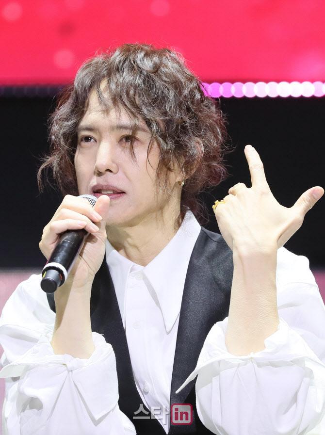 """양준일 """"재혼 맞지만 딸 없어""""vs폭로글 """"딸 똑같이 생겨""""…논란 ing"""