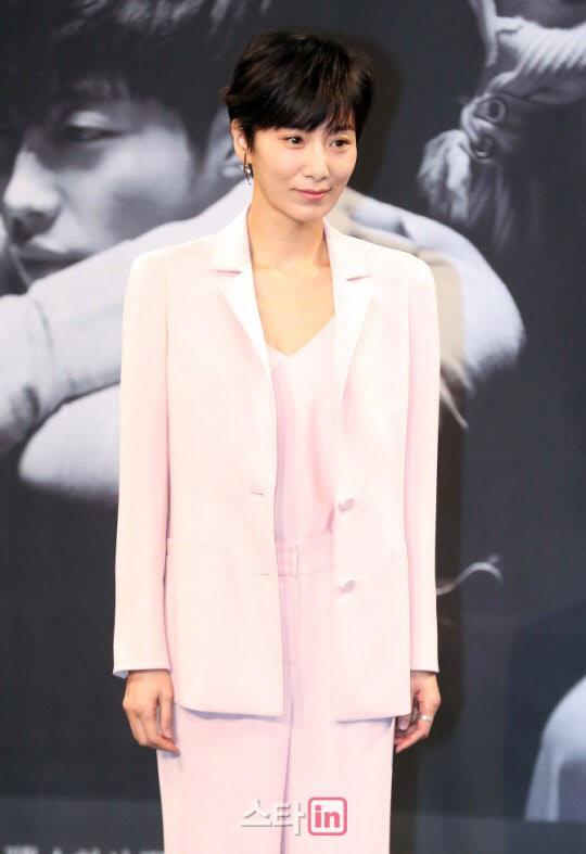 """김서형 측 """"매니저 험담으로 신뢰 깨져, 계약해지 약속도 번복"""""""