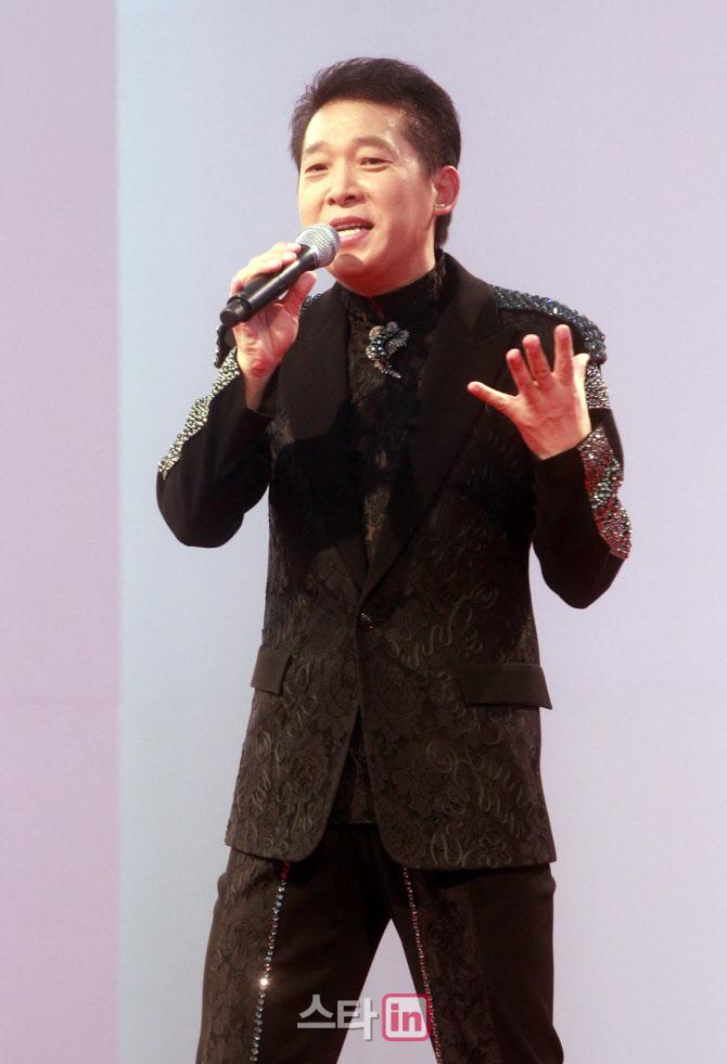 """박상철 """"과거 불륜은 저의 잘못…폭행 의혹은 억울"""" [인터뷰]"""