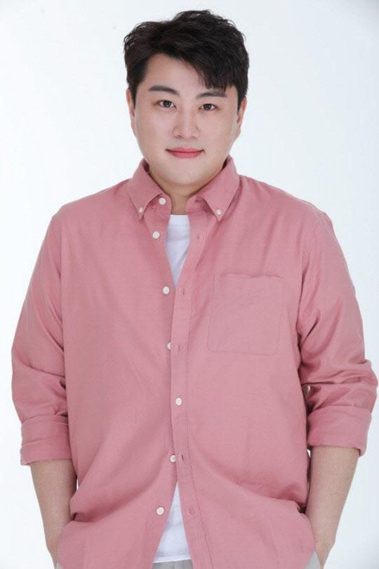 """김호중 """"증거無 소모전"""" VS 전 여친 """"2013년부터 폭행 당해""""… 입장차 팽팽 [종합]"""