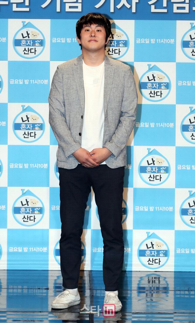 기안84, '복학왕' 여혐 논란…'나혼자산다' 하차 요구 빗발