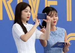 [포토]갤럭시 노트20으로 촬영하는 피겨여왕 김연아