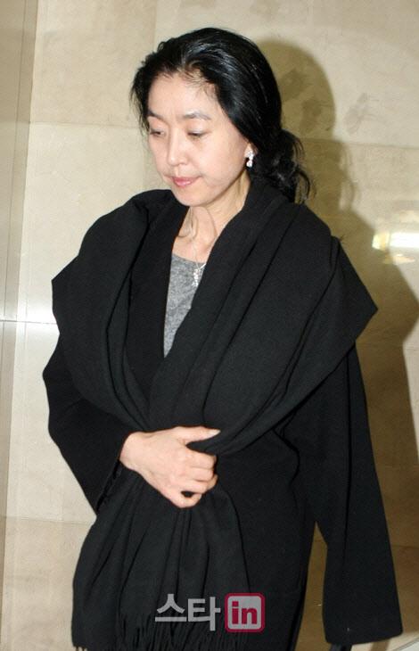 """김부선 """"30년간 비구니처럼 살았다"""" 법적대응 시사"""