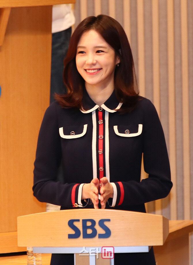 """SBS 측 """"장예원 아나운서, 퇴사 의사 밝혔으나 확정 NO"""""""
