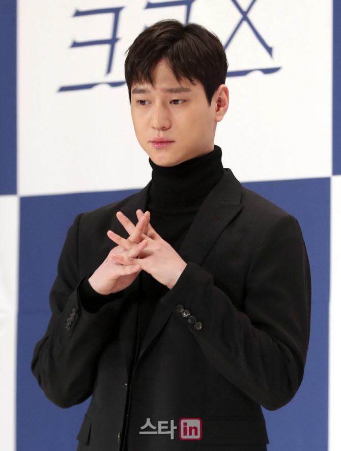 """고경표 측 """"유흥주점 방문 NO…사진 요청 응했을 뿐"""" [공식]"""