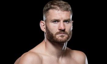 '언더독' 블라코비치, 레예스에 TKO승...새 UFC 라이트헤비급 챔프