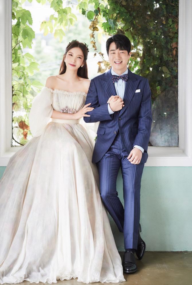 """지숙 측 """"이두희와 10월 31일 결혼…코로나19 여파로 비공개 진행"""" [전문]"""