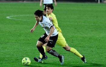 '이강인 3경기 연속 선발' 발렌시아, 비야레알에 2-1 승리