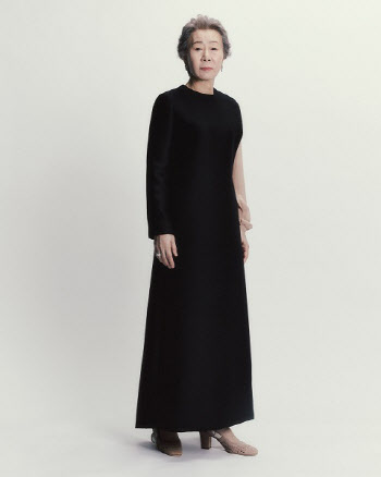 '미나리' 윤여정, BAFTA서 디올 드레스 착용