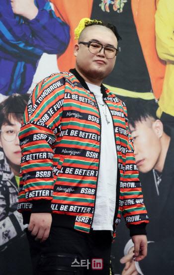"""""""모든 증거 자발적 제출""""…'대마초 흡입' 래퍼 킬라그램, 檢 송치"""
