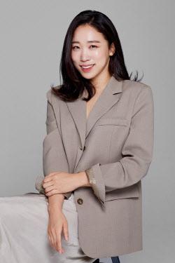 이미도, tvN STORY 오리지널 '불꽃미남' MC 발탁 [공식]